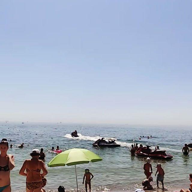 11*00 пора убегать с пляжа но никто не спешит
