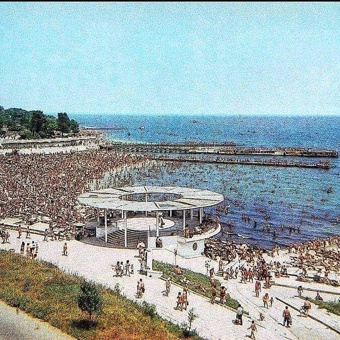 Одесса 1982 год. Аркадия без ИБИЦЫ, ИТАКИ. Но с ротондой и бесплатными пляжами... Я ещё успел увидеть. Кто помнит ставьте лайк...