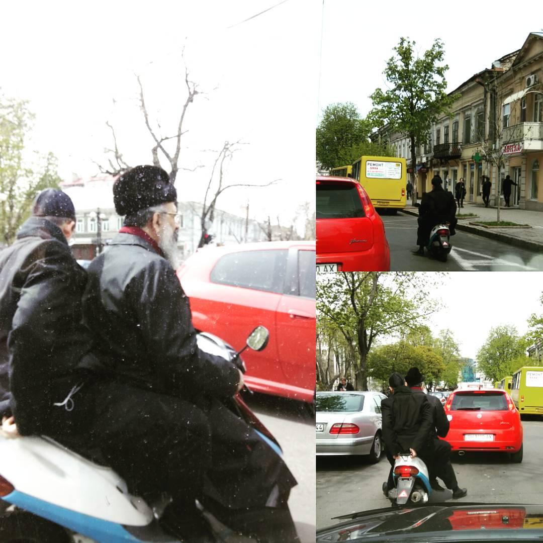 В Синогогу по Одесским пробкам успеть можно только на МопЭде